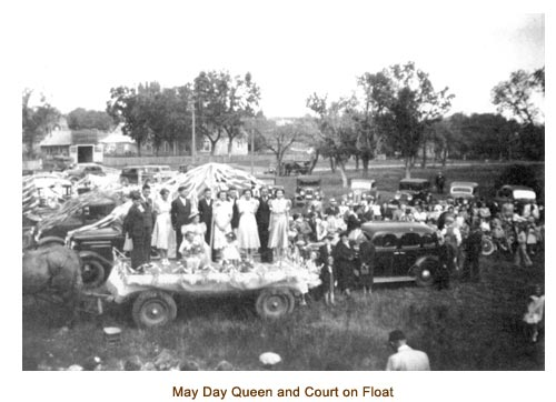 Mendon May Queen and court on horse drawn float