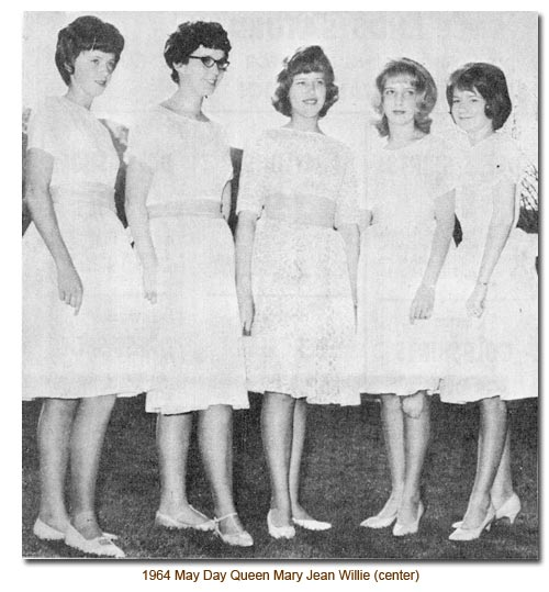 Mendon May Queen, Mary Jean Willie (center).