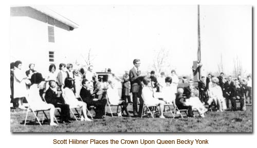 Scott Hiibner crowns Queen Becky Yonk