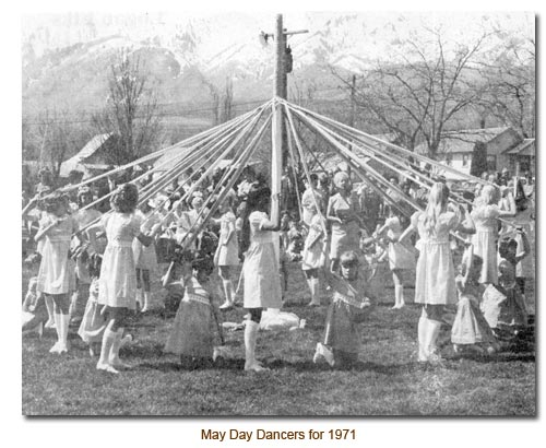 Mendon May Day Dancers for 1971